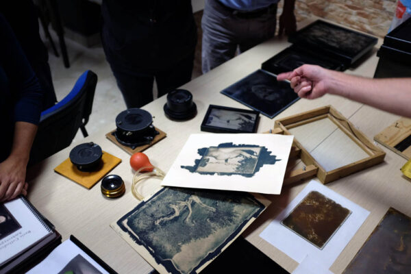 Learning the wet plate collodion technique is a difficult process, since there are several variables to take into account and nothing can be neglected or set aside. The entire process, from cleaning the glass to applying the varnish needs conistent methods that are decisive for a good results. This workshop is intended for the beginner specifically interested in making wet plate collodion negatives suitable for alternative processes printing such as salt paper of albumen paper, giving you a new powerfull and creative tools to be used as a genuine artistic expression. It will covers all the chemichal principles and technical aspects of the wet plate collodion negative process and salt printing process. By the end you will be confident in managing the not so simple art of this processes 8